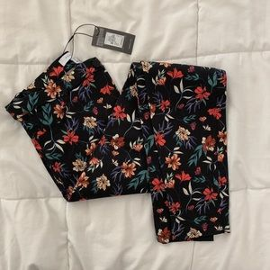 NEW ✖️ Floral Print Jeggings